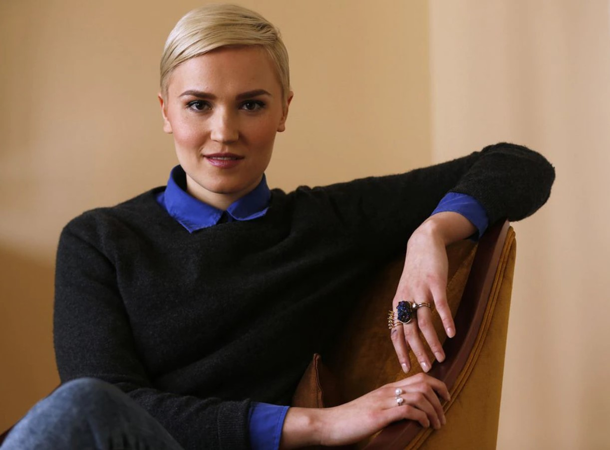 Veronica Roth Phone Number, Email ID, Address, Fanmail, Tiktok and More
