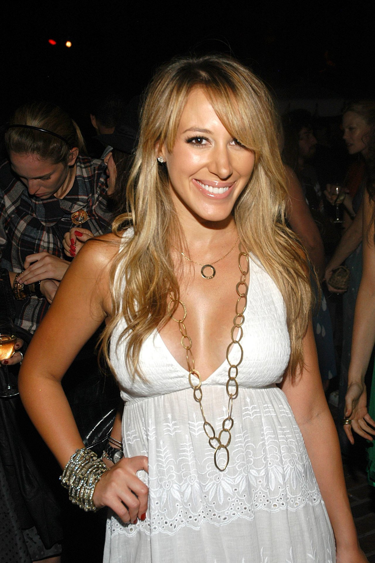 Haylie Duff Phone Number, Email ID, Address, Fanmail, Tiktok and More