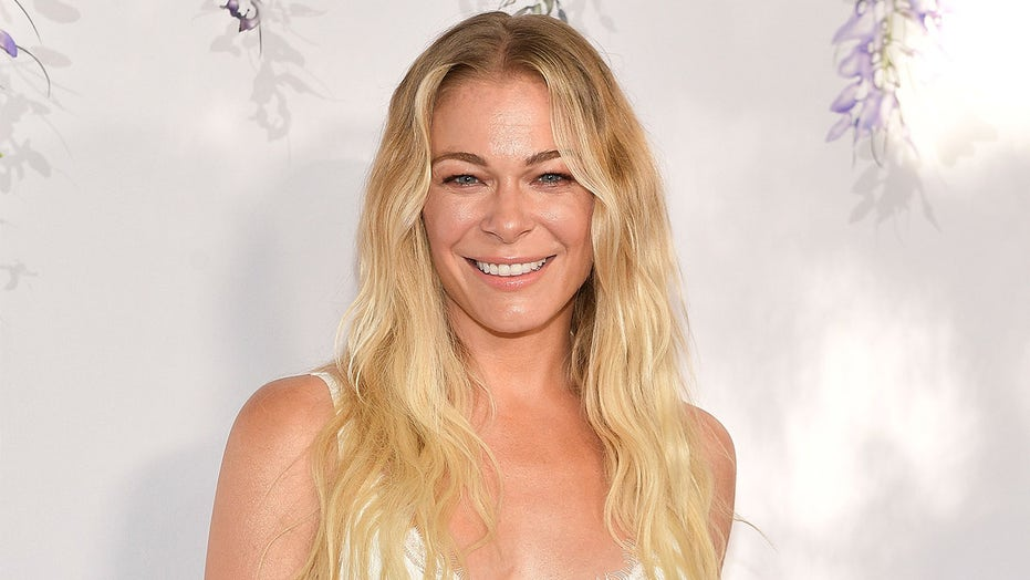 Leann Rimes Phone Number, Email ID, Address, Fanmail, Tiktok and More