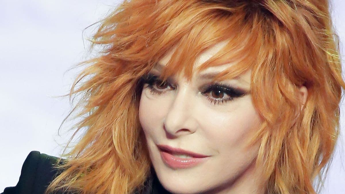 Mylene Farmer Phone Number, Email ID, Address, Fanmail, Tiktok and More